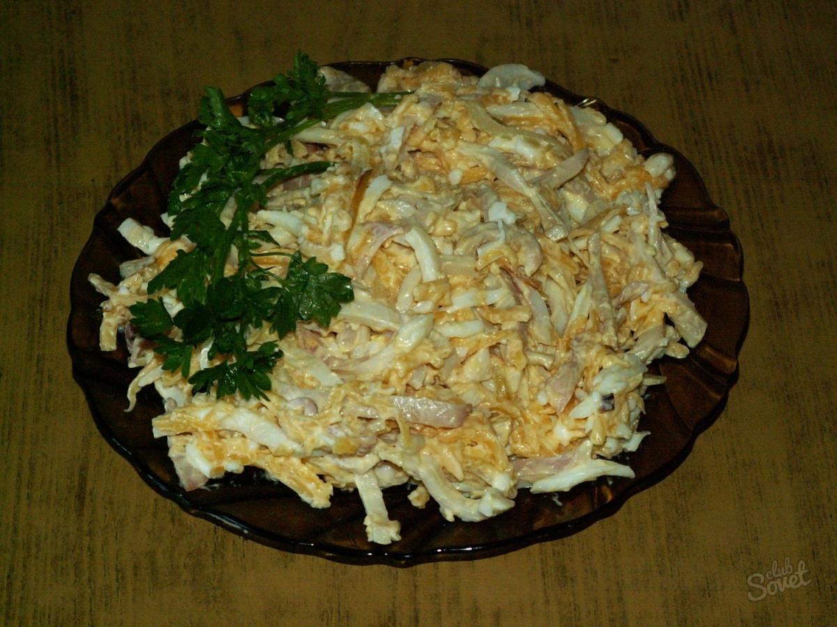 Салат с кальмарами и яйцом и луком рецепт с