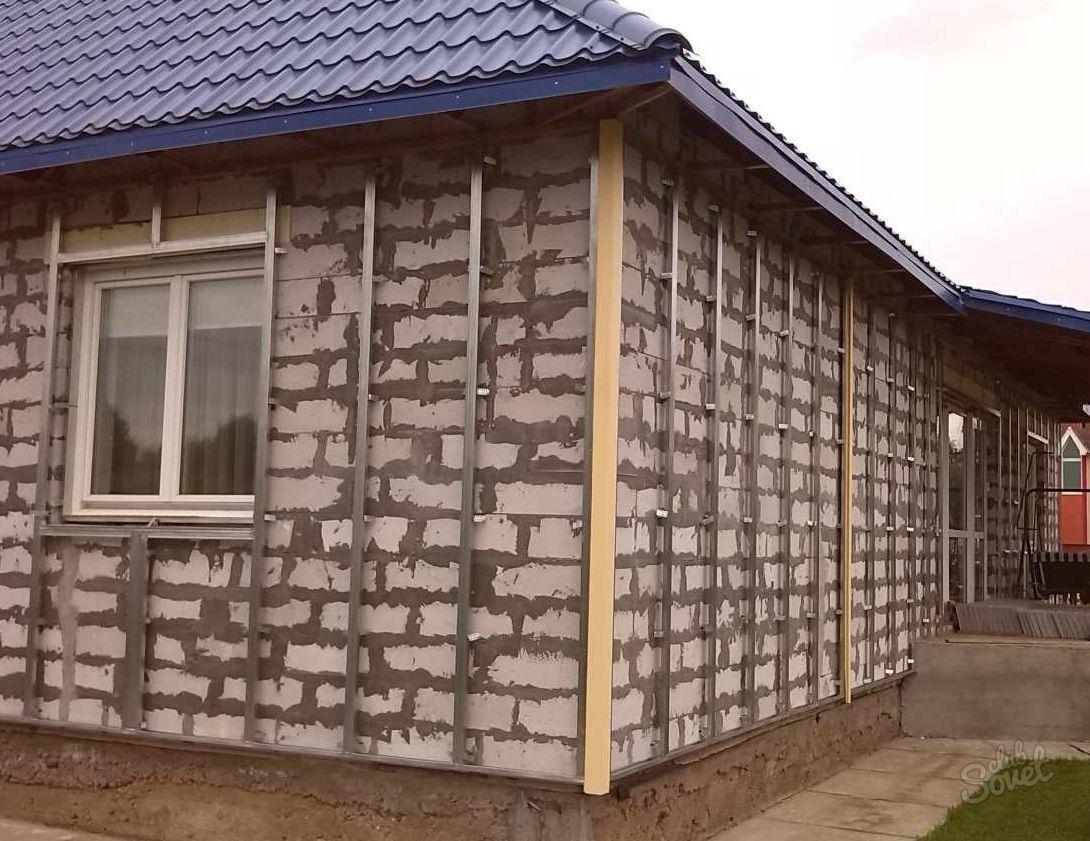 Обшивка дома сайдингом кирпичного дома
