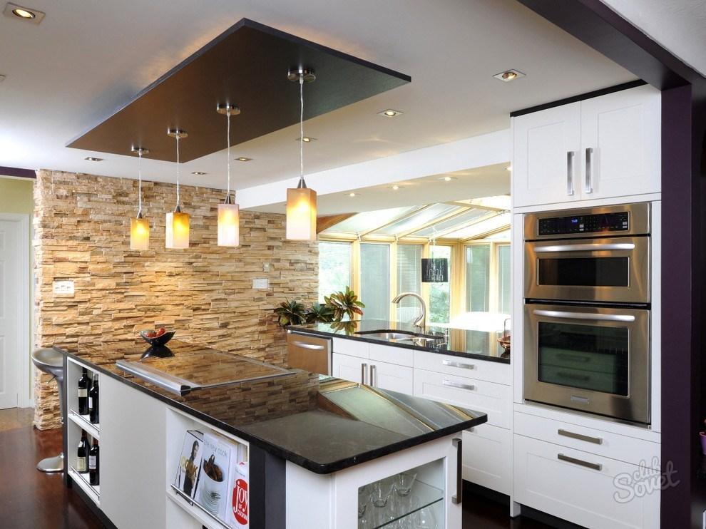 Дизайн кухни с потолком