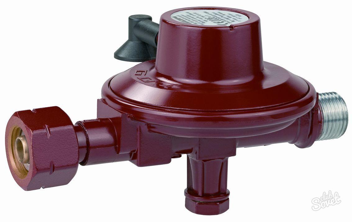 Установка редуктора для понижения давления на газовый баллон перед подключением к газовой плите