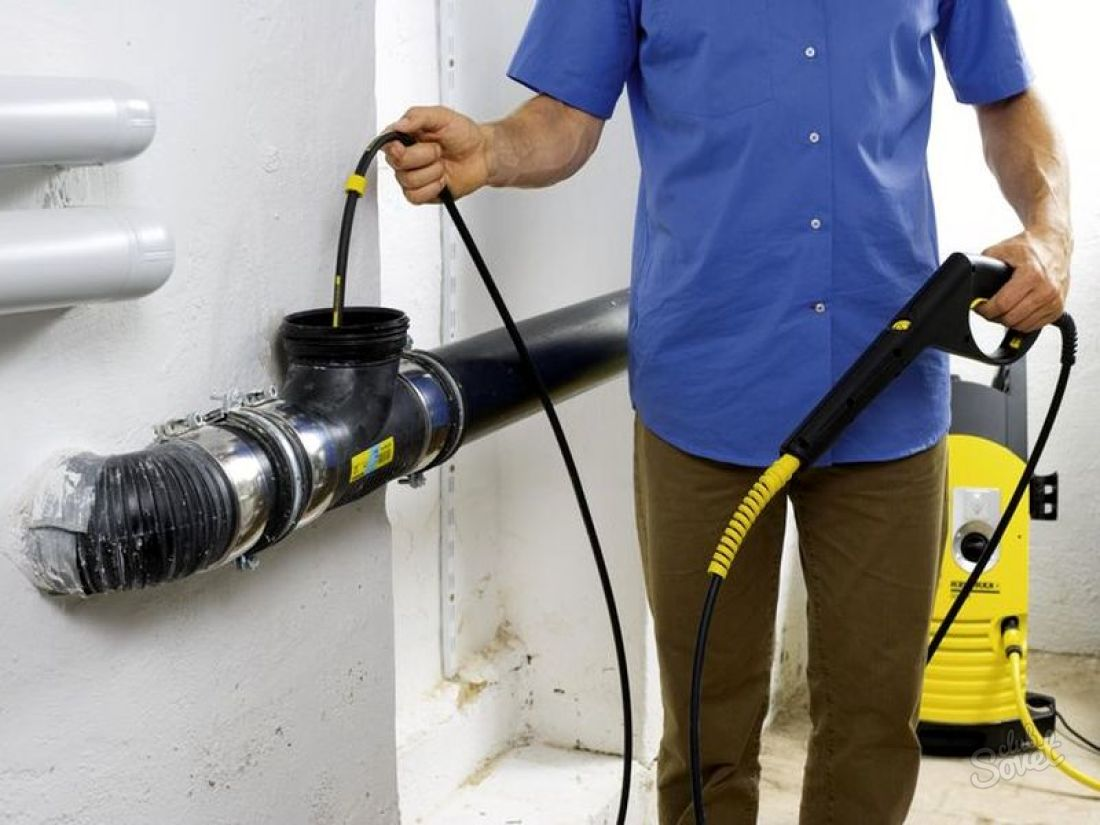 Прочистить канализационную трубу своими руками