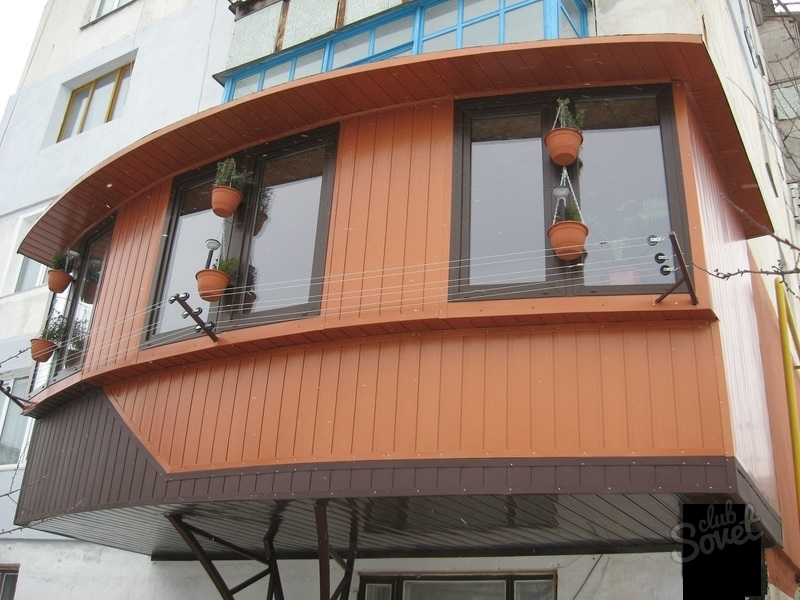 Балкон на 2 этаже.