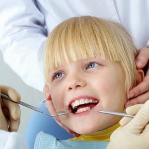 Как лучше лечить зубы детям