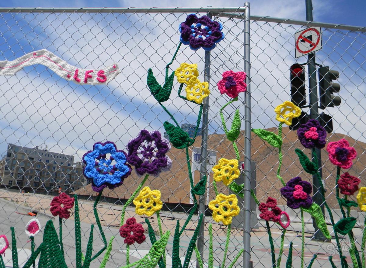 Как покрасить забор из рабицы своими руками