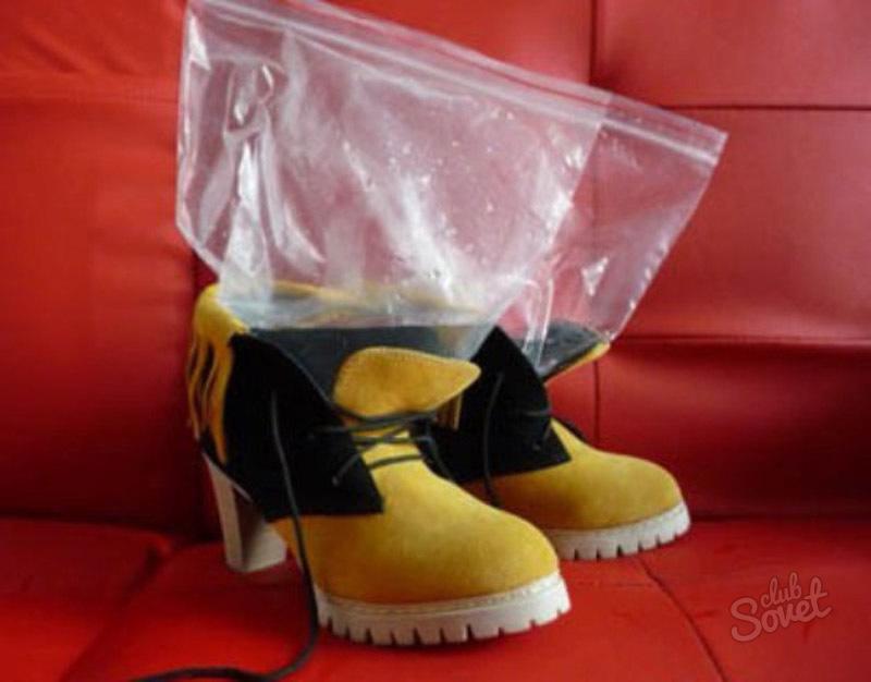Как можно растянуть зимнюю обувь