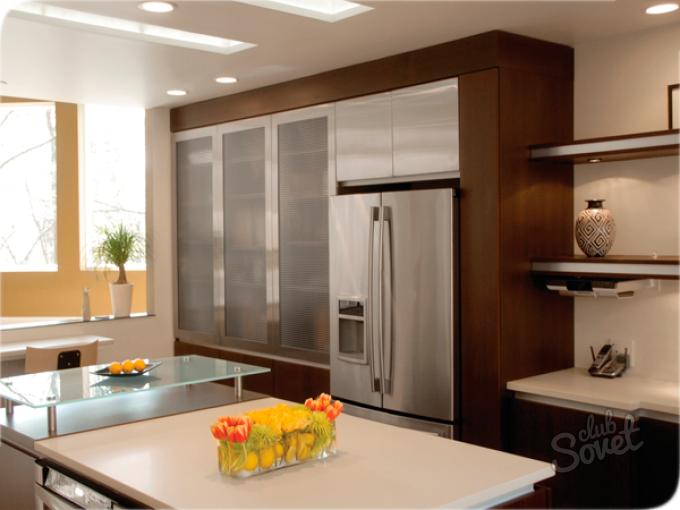 Дизайн кухни с двухдверным холодильником фото