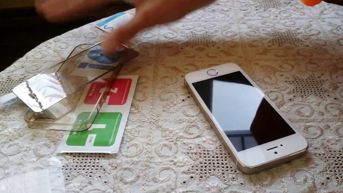 Как наклеить защитное стекло на айфон 5 в домашних условиях