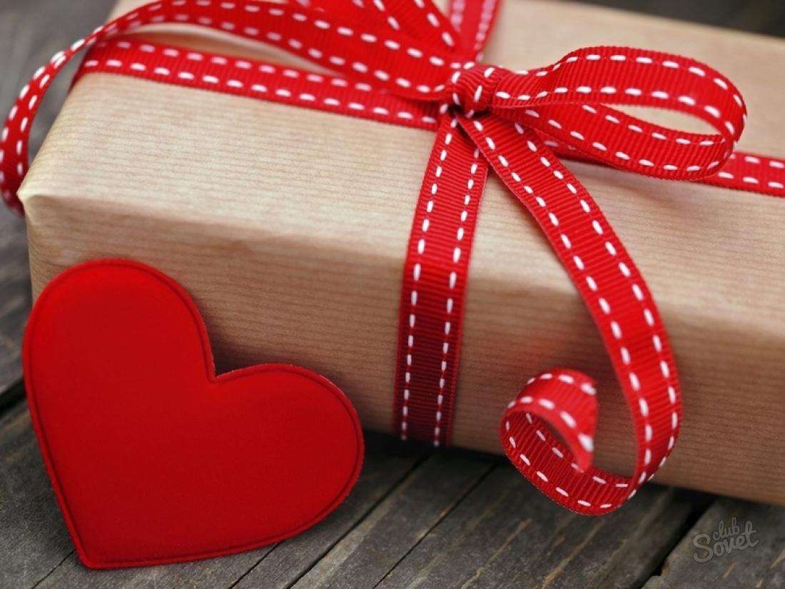 Сделать подарок, связанный с Днем святого Валентина, можно и парню