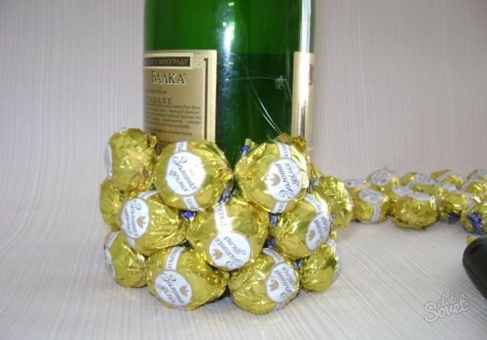 Ананас из конфет и шампанского как сделать