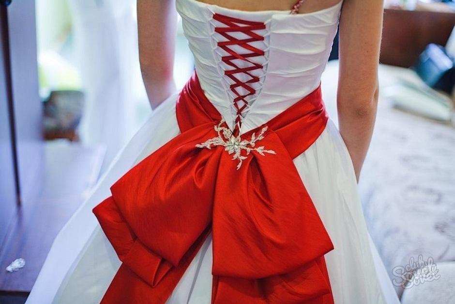 Бант из ленты на платье