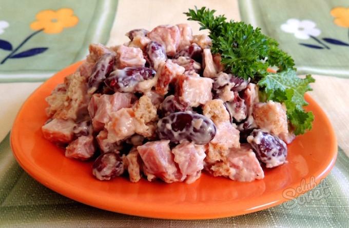 Салат с красной фасолью и сухариками рецепты с