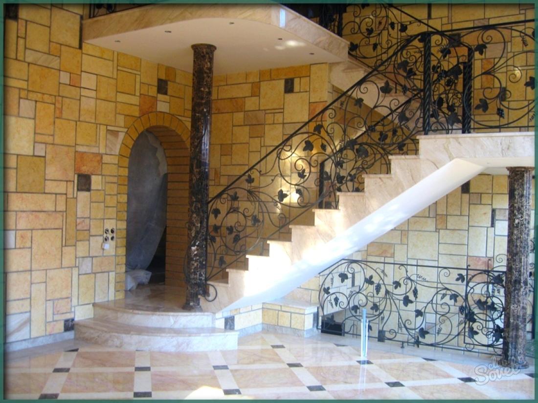 Вход в дом через цокольный этаж фото