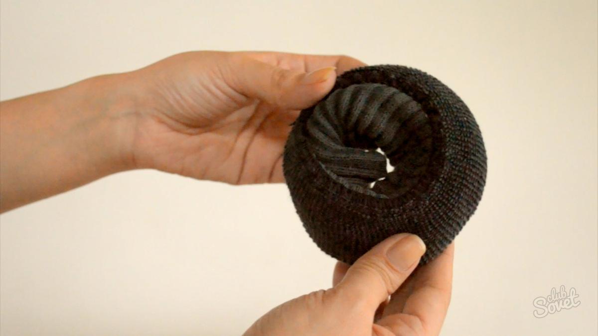 Бублик для волос из носка как сделать