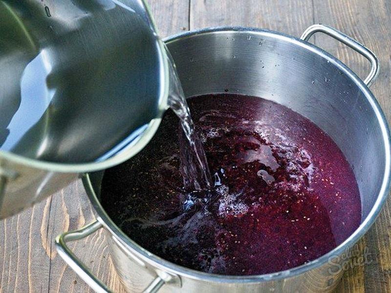 Как из черной смородины сделать домашнее вино