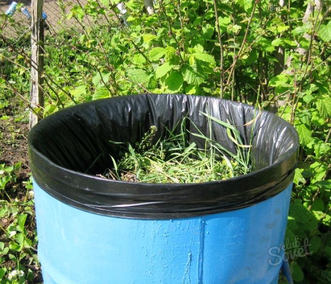 Удобрение из травы. Как сделать жидкое травяное удобрение. В статье рассказано, как из обычных сорняков и скошенной травы сделат