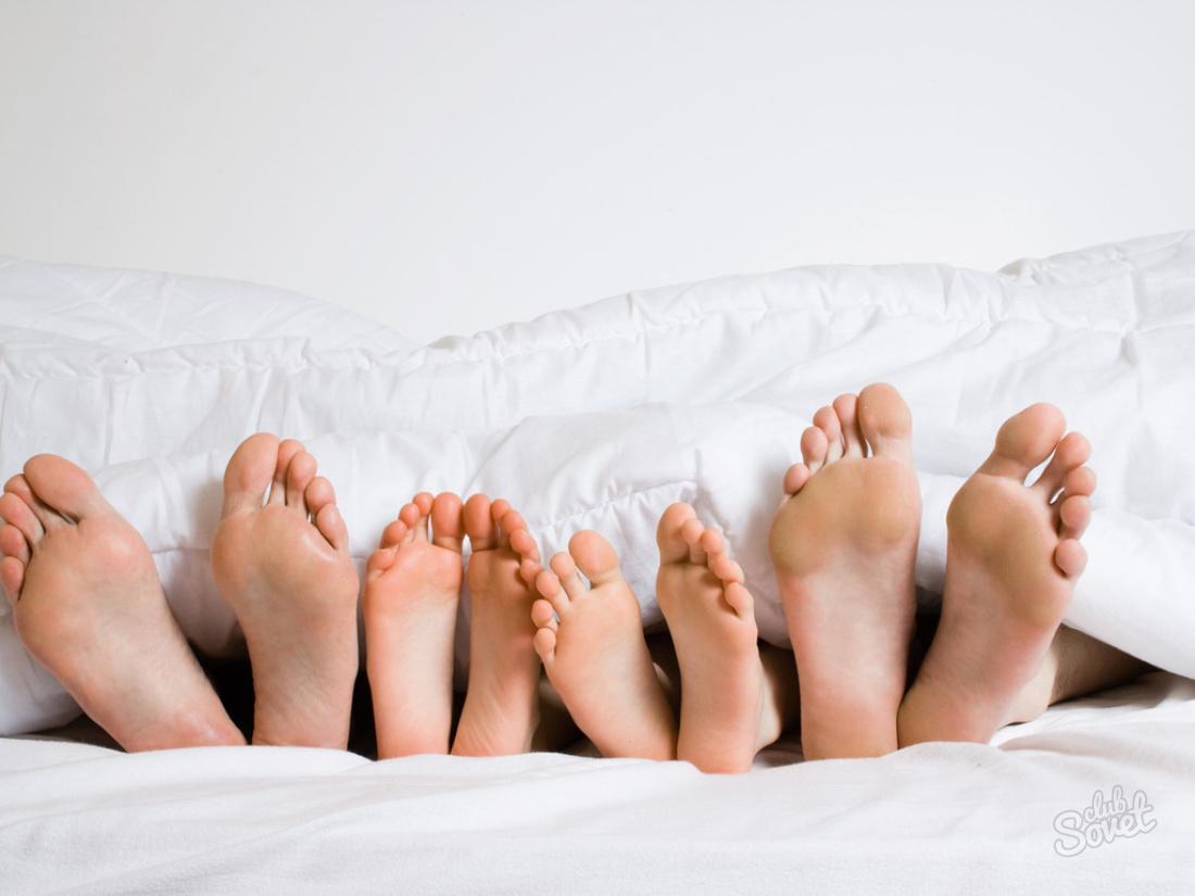 Почему человек шевелит ногами во сне