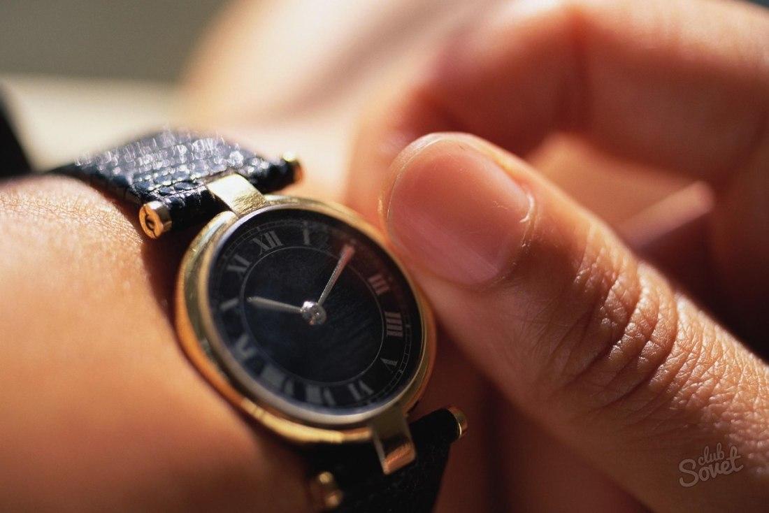 Как правильно заводить механические часы?